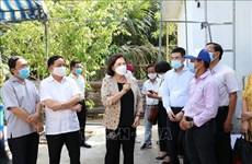 Livrer le purificateur d'eau RO à la population touchée par la sécheresse à Bên Tre