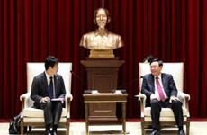 Le secrétaire du Comité du Parti de Hanoi Vuong Dinh Hue reçoit le directeur général d'AEONMALL