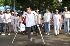 Des ONG participent à des activités de réadaptation fonctionnelle pour les handicapés au Vietnam