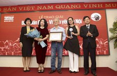 Le compositeur Phu Quang reçoit le Grand Prix du Prix Bùi Xuân Phai