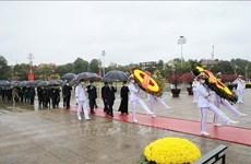Têt traditionnel : les dirigeants rendent hommage au Président Hô Chi Minh