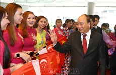Le PM Nguyen Xuan Phuc est arrivé à Singapour pour participer au 33e Sommet de l'ASEAN