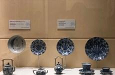 Exposition des objets récupérés dans d'anciennes épaves de navires dans la mer du Vietnam