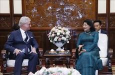 La vice-présidente Dang Thi Ngoc Thinh reçoit le gouverneur du Queensland (Australie)