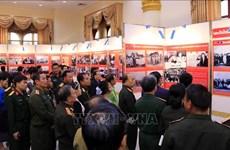Exposition célébrant la Journée des soldats volontaires et experts vietnamiens au Laos