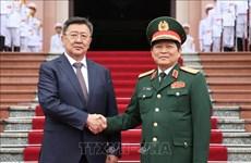 Le ministre de la Défense de la Mongolie en visite officielle au Vietnam