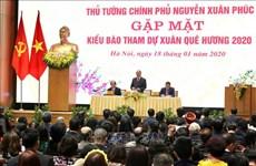 Rencontre entre le Premier ministre et des Viet kieu de retour au pays pour le Têt