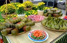 Les touristes étrangers s'enthousiasment pour le marché de Têt vietnamien à Phan Thiêt