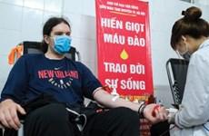 Un étranger vivant au Vietnam encourage le don de sang