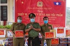 Le Vietnam remet des équipements médicaux au Laos pour lutter contre le COVID-19
