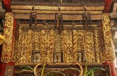 La beauté intemporelle du cadre de porte de la maison communale de Diêm