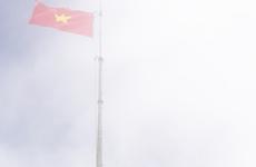 La cérémonie de lever du drapeau sacré sur le « toit de l'Indochine »