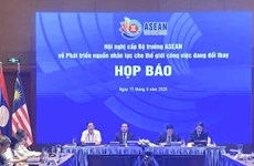 L'ASEAN renforce la coopération dans le développement des ressources humaines