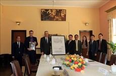 La France offre à la province de Lam Dong une copie numérisée de la conception du Palais de Bao Dai
