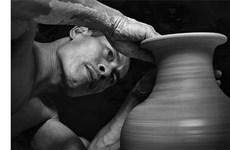 Pham Anh Dao - dernier artisan du village potier de Bat Trang qui travaille à la main