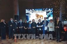 """Un Vietnamien reçoit le prix """"Lion d'or"""" de la ville russe de Saint-Pétersbourg"""