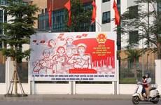 Les rues de Hanoï décorées de panneaux pour saluer les prochaines élections législatives