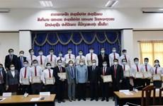 Le Laos honore des experts médicaux vietnamiens pour leurs contributions à la lutte anti-COVID-19