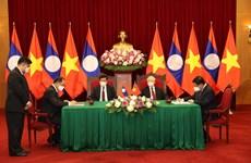 La visite du secrétaire général et président lao au Vietnam : certains documents ont été signés