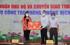 Hanoï reçoit des dons pour la prévention et le contrôle du COVID-19