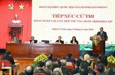 Le Premier ministre rencontre des électeurs de Hai Phong