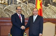 Le PM reçoit des investisseurs du projet de complexe pétrochimique de Nghi Son