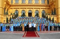 Le dirigeant Nguyen Phu Trong rencontre des cadres syndicaux