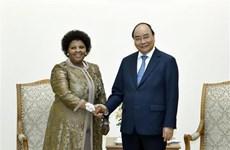 Le PM reçoit la ministre sud-africaine de la Défense et des Anciens combattants