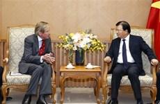 Le vice-PM Trinh Dinh Dung reçoit le directeur général de SOCO International