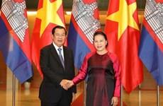 La présidente de l'Assemblée nationale rencontre le PM cambodgien