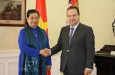 La vice-présidente de l'AN Tong Thi Phong rencontre le vice-PM serbe Ivica Dacic