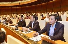 Les députés discutent en groupes de trois projets de loi