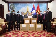Remise de matériel médical au Laos, à l'Inde et aux armées de différents pays