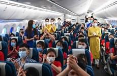 Vietnam Airlines ramène des étudiants à Hanoï après leur mission contre le COVID-19 au Sud