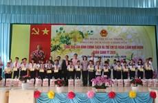 Têt : des dirigeants rendent visite aux personnes démunies dans le Sud