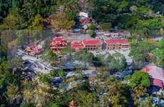 """Le site touristique national de la montagne Ba Den (""""Femme noire"""") vu d'en haut"""