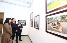 90 ans de la fondation du PCV: ouverture d'une exposition de peinture et de photo à Hanoï