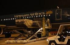 Vietnam Airlines achemine au Laos et Cambodge des aides médicales du Vietnam