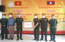 Le Commandement de la 4e zone militaire offre des matériels médicaux aux forces armées laotiennes