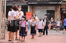 Les élèves des écoles maternelles et primaires à Hanoï retournent à l'école