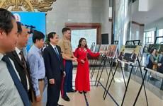 Quang Tri : Ouverture d'une exposition de photos sur le Vietnam et les États-Unis