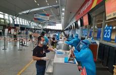 COVID-19: 230 passagers bloqués à Da Nang transportés vers Hanoï par Vietjet