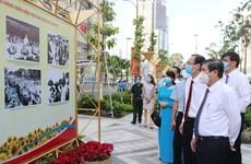 HCM-Ville : exposition de photos pour marquer la Révolution d'Août et la Fête nationale