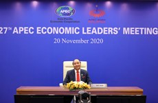 Le PM Nguyen Xuan Phuc assiste à la 27e conférence des dirigeants économiques de l'APEC