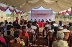 Construction d'une maison communautaire pour des personnes d'origine vietnamienne au Cambodge