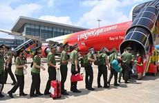 Vietjet Air transporte près de 1.000 policiers pour soutenir la lutte contre le COVID-19 à HCM-Ville