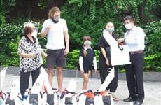 Khanh Hoa soutient les ressortissants étrangers touchés par le COVID-19