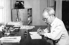 """Publication de l'œuvre """"Ho Chi Minh avec des lettres souhaitant la paix pour le Vietnam"""" en Italie"""