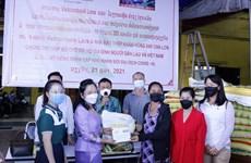 Les Vietnamiens au Laos s'entraident pour surmonter les difficultés dues au COVID-19