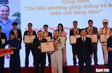Remise du Prix de l'innovation de l'Union de la jeunesse communiste Ho Chi Minh